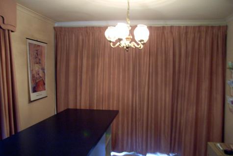 20091103-curtainsdrawn
