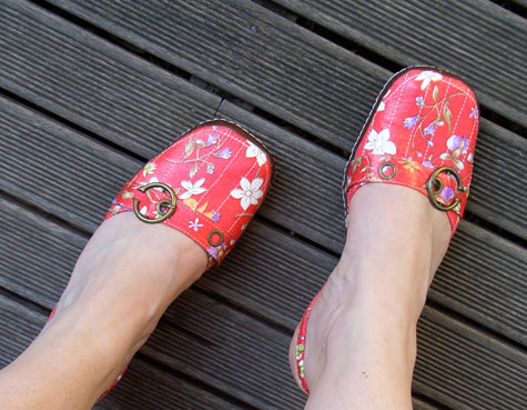 20091106-redfloralshoes