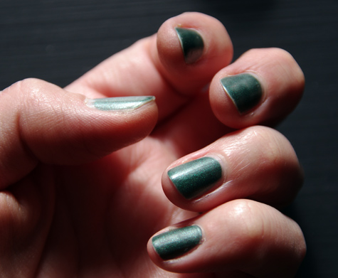 "Revlon ""Emerald City"" Matt Suede Nailpolish"