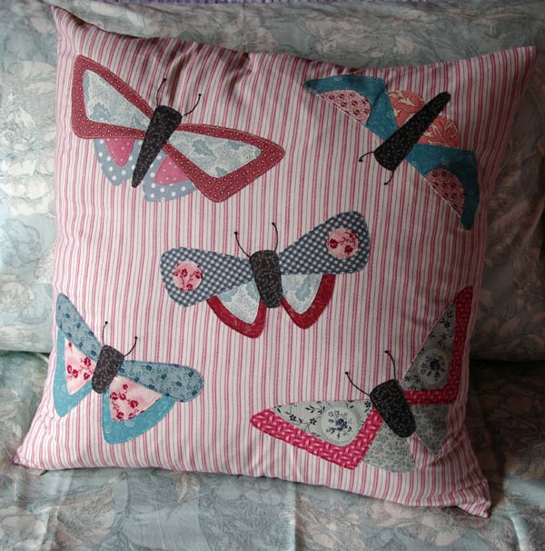 """All a Flutter"" Cushion Pattern by Matching Pegs"